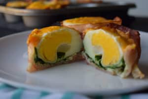 bacon cups with spinach and egg